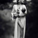 PHOTOS - Allaitement : une photographe rend ce moment sublime et magique